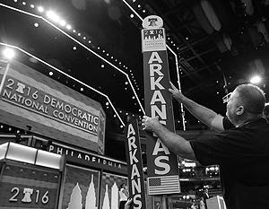 В мире: Съезд американских демократов начался с череды скандалов