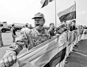 Украинские националисты пытаются любой ценой не допустить, чтобы православный крестный ход дошел до Киева