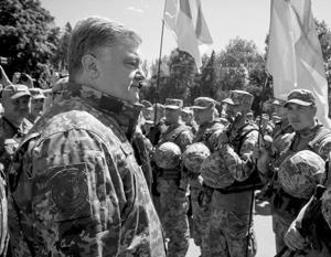 Петр Порошенко готов в очередной раз примерить роль полководца