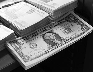 Прогнозы экспертов по рублю к концу года кардинально разошлись