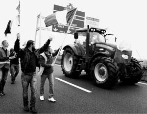 Движущей силой протеста горожан стали фермеры и дальнобойщики
