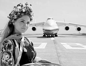 Киев провозглашает самолет Ан-225 одним из символов Украины – несмотря на то, что построен он в СССР