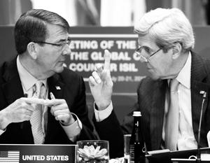 Конфликт глав Пентагона и Госдепа связывают в том числе с карьерными планами Картера и Керри