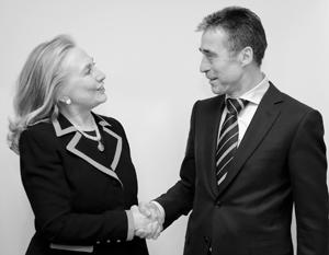 Политика: Бывший глава НАТО призвал Клинтон на фронт