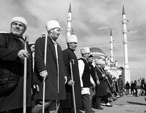 Чечня пострадала от радикального исламизма, поэтому при малейшей возможности местные богословы хотят максимально обезопасить себя от салафитов, отмечают эксперты