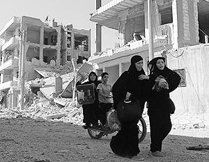 Жители Алеппо покидают город по выделенным гуманитарным коридорам. В некоторых кварталах террористы препятствуют выходу мирного населения