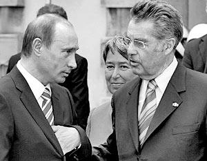 Президента России встретила министр по европейским и международным делам Урсула Плассник