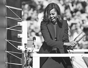 Хотя женщина на корабле слывет дурной приметой, адмиралы позвали на церемонию ввода «Иллинойса» в строй первую леди Мишель Обаму