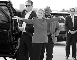 «Бунт спецслужб против Клинтонов» завершился закрытием дела, но Трамп уверен в том, что «сотрудники ФБР не позволят Хиллари остаться безнаказанной»