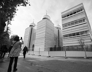 Одним из примеров активной духовно-культурной экспансии России является недавно открывшийся Российский центр в Париже – на фото