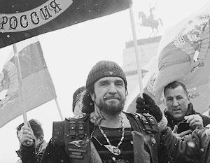 Политика: Под красным знаменем с двуглавым орлом