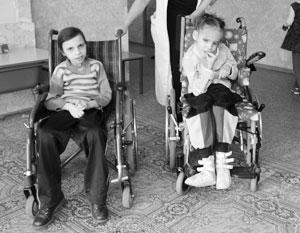 Активисты Общероссийского народного фронта намерены добиться, чтобы коляски поступили к детям уже к Новому году
