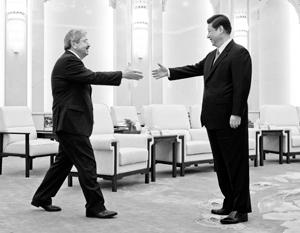 Губернатор Айовы Терри Бранстед вместе с председателем КНР Си Цзиньпином. Пекин, апрель 2013 года. Бранстед станет послом США в Китае, и это крайне знаковое назначение
