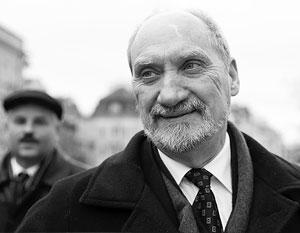 Польский министр обороны Антоний Мачеревич сообщил, что генерал Войцех Ярузельский, руководивший Польшей в 1980-е годы, будет официально лишен воинских званий