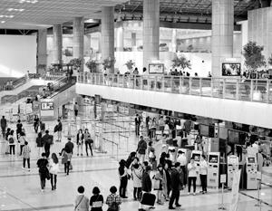 В аэропорту Сеула задержаны 24 россиянина