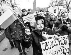 Лозунги польской оппозиции – «Мы защищаем демократию!» и «Сейм наш!»