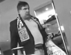 СМИ: Саакашвили замечен в нелепой одежде и не совсем адекватном состоянии в США (видео)