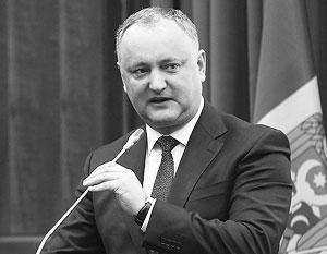 «Пророссийский» президент Игорь Додон начал открытую междоусобицу с «прозападными» министрами и судьями