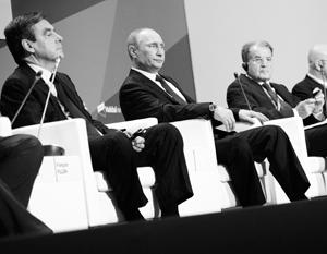 Осенью 2013 года на заседании Валдайского клуба Романо Проди (справа) и Франсуа Фийон (слева) были вместе с Владимиром Путиным