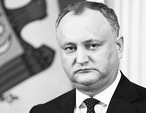 Додон потребовал от послов США и Румынии не учить его быть президентом