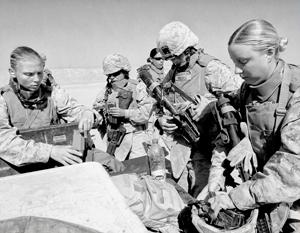 Столь благостное внешне взаимодействие мужчин и женщин в американской морской пехоте оказалось куда более скандальным