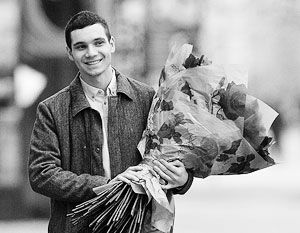 Российские мужчины 8 марта теперь не только дарят цветы любимым женщинам, но и постят свои поздравления в Сети