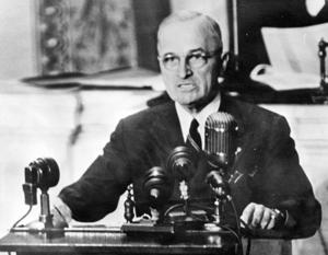 Гарри Трумэн выступает перед Конгрессом 12 марта 1947 года