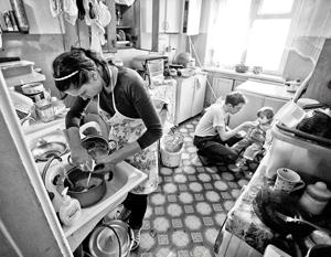 Официально в России почти 5 млн человек работают, но живут за чертой бедности
