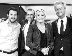 Герт Вилдерс (справа) с Марин Ле Пен, Маттео Сальвини (итальянская Лига Севера) и Харольдом Вилимски (Австрийская партия свободы)