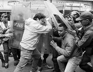 В мире: Война с круассанами спасла чавистов от судьбы Януковича
