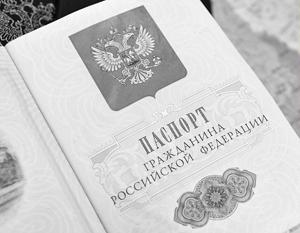 Обладатели российских паспортов не желают, чтобы даже русскоязычные иностранцы смогли получать этот документ слишком легко
