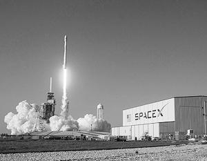 Американская компания SpaceX впервые успешно запустила ракету, первая ступень которой используется повторно
