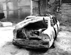 После обстрела неизвестными патрульная машина загорелась