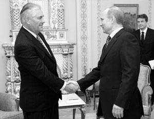 Этой фотографии пять лет – председатель правительства России встречается с главой компании ExxonMobil, 16 апреля 2012 года