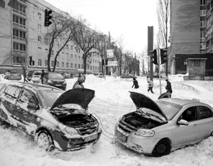 Помимо прочего апрельский снегопад вызвал транспортный коллапс