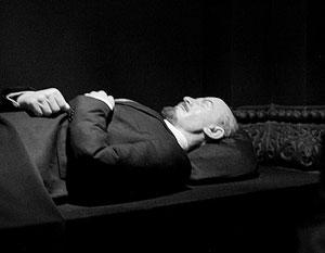 32% предлагают похоронить Ленина у Кремлевской стены, 26% – на Волковском кладбище
