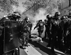 FT: Ле Пен и Макрон борются за рабочий класс