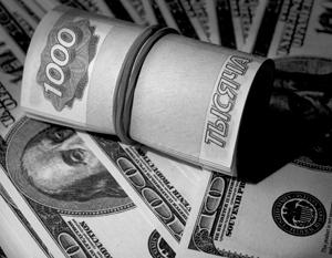 Рубль начал слабеть вслед за падением нефти