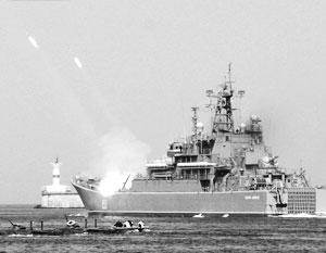 Обычно иностранным военным кораблям в Босфоре власти дают лишь местного лоцмана, но «Куникову» дали боевой корабль охраны