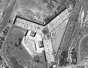 Главное здание тюрьмы построено в виде трилистника, каждый из «листков» которого – режимное отделение