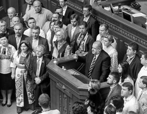 Депутаты Верховной рады пришли на работу в украинских национальных одеждах
