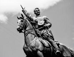 Какая разница, Ленина там скульптура, гетмана, царя или еще кого?