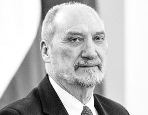 Министра обороны Польши заподозрили в «контактах с российской переводчицей»