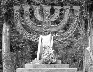 В Киеве вандалы осквернили памятник жертвам Холокоста