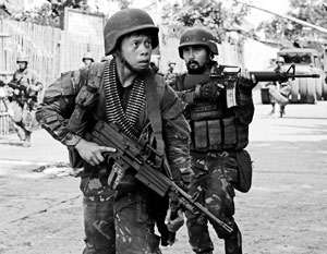 Филиппины борются с исламистскими группировками, присягнувшими на верность ИГИЛ, вертолетами и спецназом