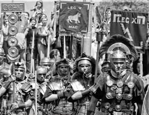 «Древние римляне и их соседи, в том числе варвары, высадятся в «Коломенском», которое уже «пережило» их нашествие в 2015-м», – рассказал Сергей Шпилько