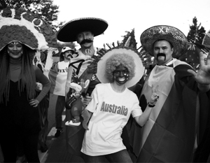 Костюмы участников сочинского карнавала стали поводом для рассуждений о «послужном списке российского расизма»