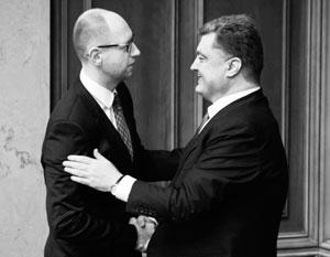 Порошенко наградил Яценюка орденом