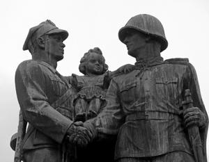 Монументы благодарности советской армии нынешним польским властям кажутся элементом «коммунистической пропаганды»