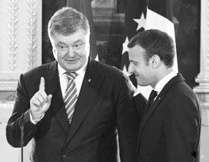 Порошенко показал Макрону, насколько важна история отношений Франции и Украины XI века